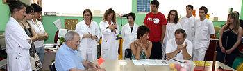 Imagen de la visita de los universitarios que este verano realizarán prácticas en el Hospital de Manzanares (Ciudad Real) a algunos servicios del centro sanitario, en concreto, a la Unidad de Terapia Ocupacional.