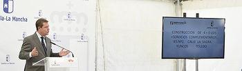 El presidente de Castilla-La Mancha, Emiliano García-Page, pone la primera piedra de la fase inicial del nuevo Instituto de Educación Secundaria número 2.(Fotos: José Ramón Márquez//JCCM)
