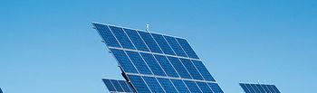 El fomento de la producción de las energías renovables constituye una de las prioridades del Gobierno de Castilla-La Mancha. En la imagen, un huerto de paneles solares.