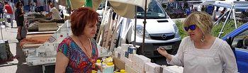 Mª Ángeles García en el mercadillo de Cuenca.
