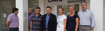 Visita Manuel Serrano a la Oficina de Atención al Feriante del recinto Ferial de Albacete