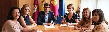 Javier Cuenca destaca el ofrecimiento del Ayuntamiento de Albacete para realizar labores de orientación para la inserción laboral en el undécimo Foro de Empleo UCLM 3E.
