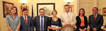 La vicepresidenta y consejera de Economía y Hacienda, María Luisa Araújo, se reunió en Albacete con el Consejo regional de Cámaras de Comercio de Albacete, donde tuvo ocasión de hablar de los presupuestos del próximo año, de los resultados del Pacto por Castilla-La Mancha y de la situación de las entidades financieras.