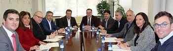 Manuel Serrano se reúne con la junta directiva de ADECA.