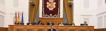 El presidente en funciones del Gobierno regional, Emiliano García-Page, interviene en el debate de su investidura como candidato a la Presidencia de la Junta de Comunidades de Castilla-La Mancha en las Cortes regionales. (Fotos: José Ramón Márquez // JCCM)