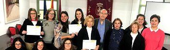 """La Junta destaca la aplicación del taller de empleo """"Ecoalpera"""" para mejorar la cualificación profesional de 8 mujeres y crear un distintivo de producción vitícola"""