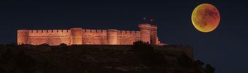 Eclipse lunar sobre Chinchilla de Montearagón (Albacete)