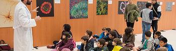 Exposición de Fotomicroscopía en el Hospital Nacional de Parapléjicos. Foto: Carlos Monroy