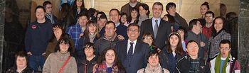 Álvaro Gutiérrez junto a los asistentes al acto celebrado en la Diputación el Día Mundial de Down