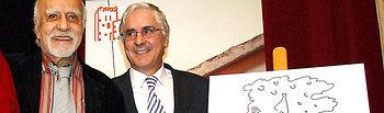 El presidente de Castilla-La Mancha, José María Barreda, y el escritor de Valdepeñas, Francisco Nieva, en una imagen de archivo tomada en Bolaños de Calatrava el pasado 4 de marzo.