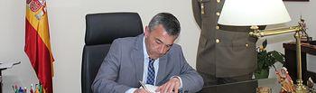 Miguel Juan Espinosa visita la Subdelegación de Defensa