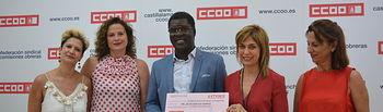Donación de los fondos recaudados en la II Carrera por la Igualdad organizada por CCOO al colectivo de apoyo al inmigrante ACAIM.