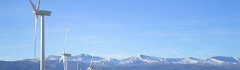 La UCLM apuesta por la energía renovable y la protección del medio ambiente. Foto: Parque eólico El Marquesado (GU).