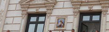 La Bandera Arcoíris cuelga del balcón del Ayuntamiento para dar visibilidad a la lucha LGTBI.