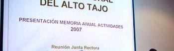 Imagen de la reunión de la Junta Rectora del Parque Natural del Alto Tajo, presidida por la directora del Organismo Autónomo de Espacios Naturales de CLM, Ana Terol (2 i).