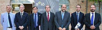 Profesores Raúl Martín y Jesús López Fidalgo (codirectores) con las autoridades participantes en la inauguración.