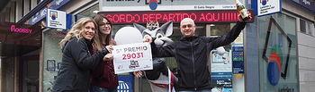Fotos Premios Lotería Navidad en Albacete - Premio número 29031 - 5º Premio Administración de Loterías 'El Gato Negro' - c/Dionisio Guardiola nº 23 - Administración nº 9