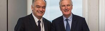 González Pons durante un encuentro en Bruselas con el negociador de la Comisión Europea para el Brexit