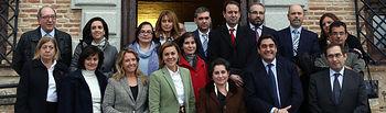 Presidenta Cospedal con representantes de Farmacia. Foto: JCCM.