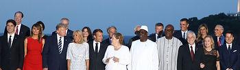 Foto de familia previa a la cena de clausura de la reunión que los líderes del G7 han mantenido en Biarritz. Foto: fervero-67