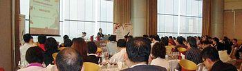 El Gobierno Regional, a través de la Consejería de Agricultura y Medio Ambiente y el Instituto de Promoción Exterior de Castilla-La Mancha (IPEX), participa en la feria VINEXPO ASIA que comenzó el 25 de mayo, en Hong Kong. Más de noventa profesionales asiáticos asistieron a Seminario-cata y han tenido la oportunidad de catar los vinos de la región.