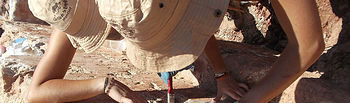 Catorce alumnos de la Facultad de Letras de la Universidad de Castilla trabajan en la campaña de excavación arqueológica del Castillo de la Estrella de Montiel.