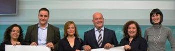 Emilio Bravo e integrantes de la Compañía Atenea
