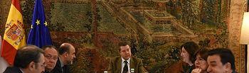 El jefe del Ejecutivo de Castilla-La Mancha, Emiliano García-Page, preside la reunión del Consejo de Gobierno que se celebra en el Palacio de Fuensalida de Toledo. (Fotos: José Ramón Márquez // JCCM.