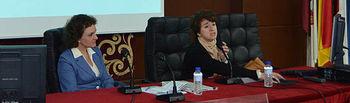 Mariam Camarero (derecha), durante su intervención.
