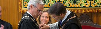El Fiscal Superior de C-LM recibe la Cruz de Honor de la Orden de San Raimundo de Peñafort de manos de Rafael Catalá, ministro de Justicia.