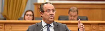 El consejero de Hacienda y Administraciones Públicas, Juan Alfonso Ruiz Molina, interviene en el pleno de las Cortes regionales.