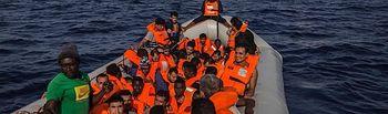 Open Arms tiene autorización para desembarcar en el puerto de Barcelona a las  personas rescatadas esta mañana en el Mediterráneo. Foto: Proactiva Open Arms.
