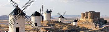 """A través de """"Fitur Meeting & Events"""" se han iniciado o revisado propuestas de colaboración para la promoción turística de la región. En la imagen, vista de los molinos de viento de Consuegra (Toledo), todo un icono del turismo regional."""