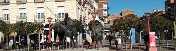 Monolito del IV Centenario de Cervantes.