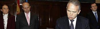 El ministro de Educación, Cultura y Deporte, José Ignacio Wert , preside la toma de posesión del nuevo presidente del Consejo Escolar del Estado, Francisco López Rupérez. Foto: EFE.
