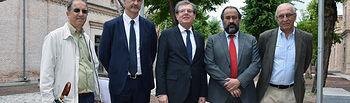 El profesor Luis M. Liz-Marzán (2º izq.) a su llegada a la UCLM con el rector, el vicerrector de Investigación y los catedráticos Douhal y Langa.
