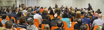 El Centro de Ocio acogió una reunión en la que los afectados pudieron resolver muchas dudas. Foto: Ayuntamiento de Azuqueca de Henares/Álvaro Díaz-Villamil
