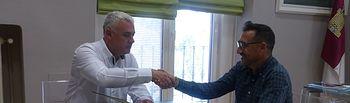 Firma convenios con 6 clubes deportivos de la provincia por casi 27.000 euros