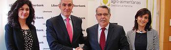 Firma del convenio con Liberbank. Foto: Cooperativas Agro-alimentarias.
