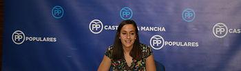 María Roldán en rueda de prensa en las Cortes regionales.