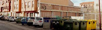 Contenedores en la carretera de Alovera, una de las zonas en las que se han previsto islas soterradas. Fotografía: Álvaro Díaz Villamil / Ayuntamiento de Azuqueca
