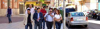 El candidato del PSOE a la Alcaldía recorrió, junto al secretario provincial del PSOE las calles del Barrio El Pilar, para intercambiar impresiones y escuchar las propuestas y reivindicaciones de sus vecinas y vecinos