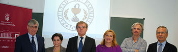 Fotografía de grupo tras la firma del convenio