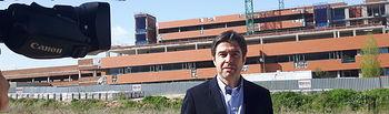 Lorenzo Robisco, en una de sus últimas visitas al Hospital para mostrar la paralización de las obras de ampliación.