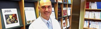 En la imagen, el jefe del Servicio de Ginecología y Obstetricia del Hospital General de Ciudad Real, Javier Haya, autor del manual sobre fitoterapia combinada.