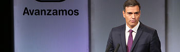 """El presidente del Gobierno, Pedro Sánchez, durante su intervención en el acto """"Avanzamos"""" con motivo de los cien días de Gobierno."""