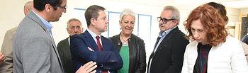 El presidente de Castilla-La Mancha, Emiliano García-Page, visita la empresa Trencadis Innovación La Mancha, dedicada a la fabricación de azulejos y mosaicos. (Fotos: José Ramón Márquez // JCCM)