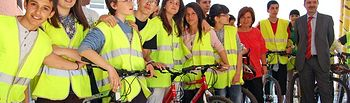 La consejera de Industria, Energía y Medio Ambiente, Paula Fernández, participó hoy en el IES 'Santiago Grisolía' de Cuenca en las actividades organizadas con motivo de la I Semana de la Bicicleta en esta provincia.