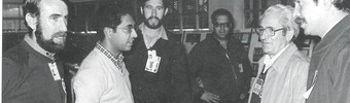 Reyes Hidalgo junto a Marcelino Camacho en una visita a Repsol en el año 1982
