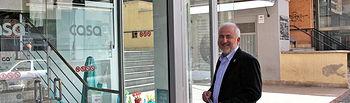 Los candidatos de Unión Progreso y Democracia de Albacete recorren los comercios del centro de la ciudad y presentan a los comerciantes sus nueve medidas para dinamizar el comercio de Albacete